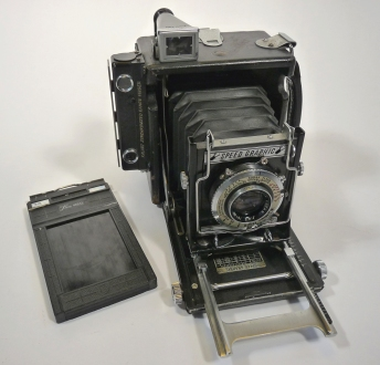 Graflex_speedgraphic_medium_format,_1.jpg